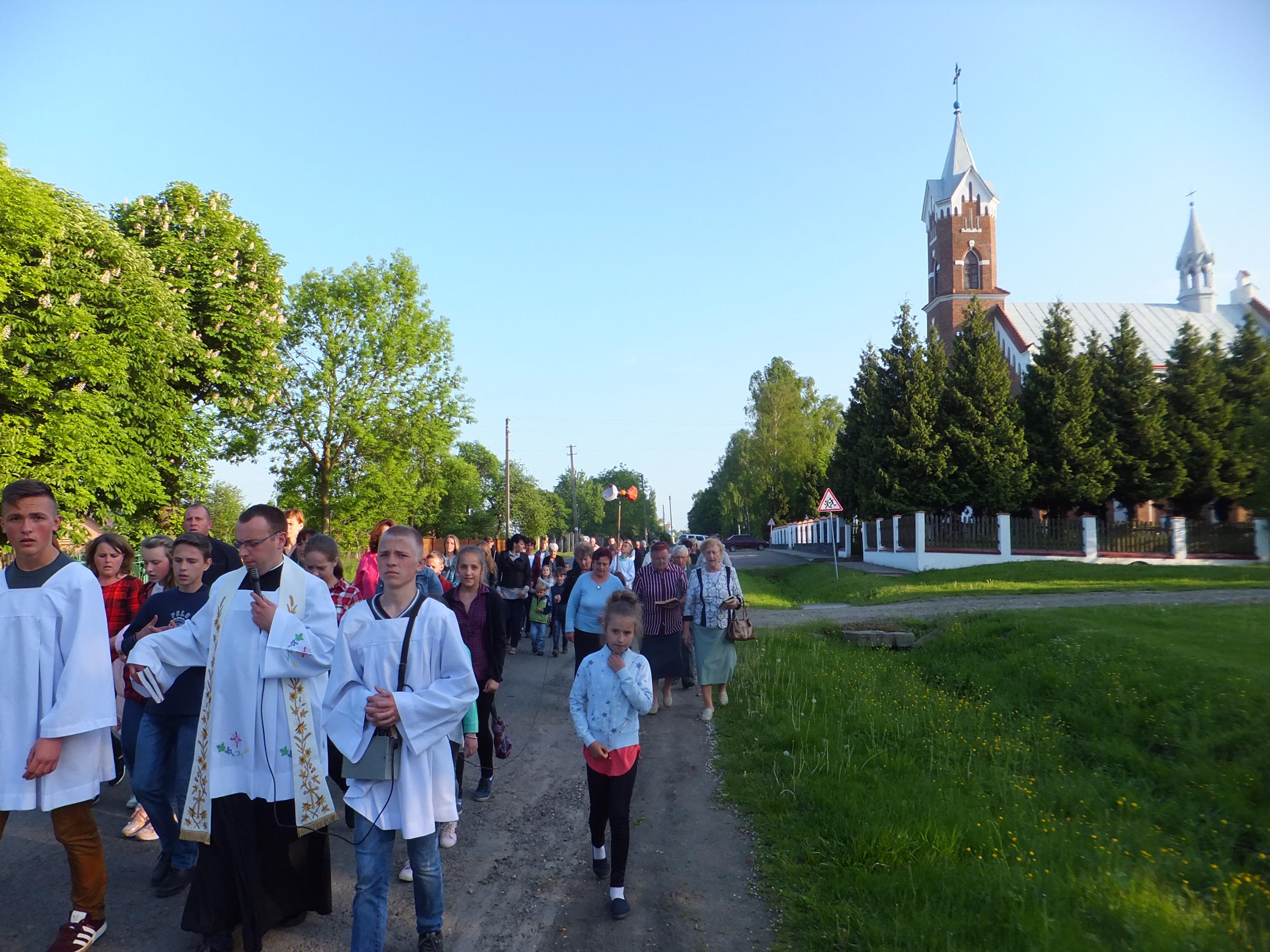 Procesja do Krzyża nad jeziorem